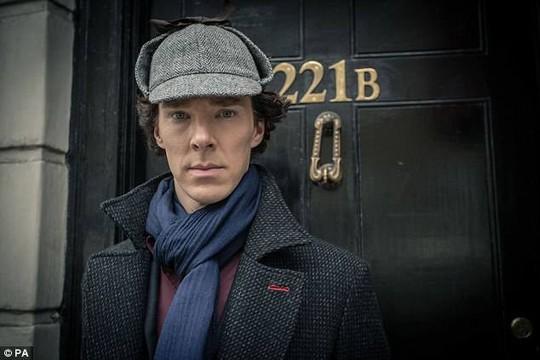 Benedict Cumberbatch đánh 4 tên côn đồ, cứu người - Ảnh 1.
