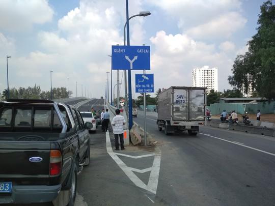 Cầu vượt tại nút giao Mỹ Thủy chính thức thông xe - Ảnh 1.