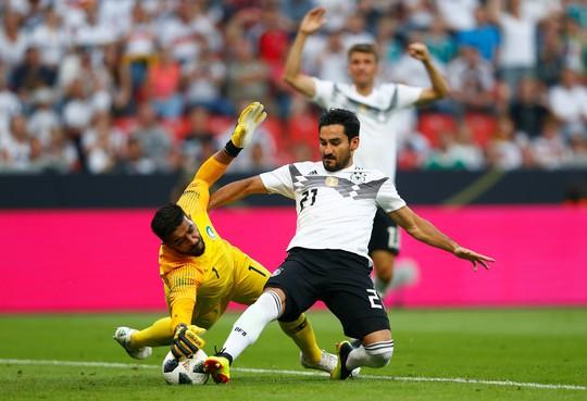 Xe tăng Đức càn phá, Ả Rập Saudi lập hat-trick thua - Ảnh 2.