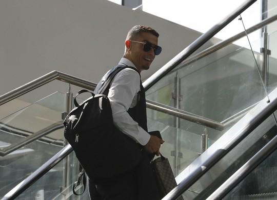 Ronaldo chính thức gia nhập Juventus với giá 105 triệu bảng - Ảnh 1.