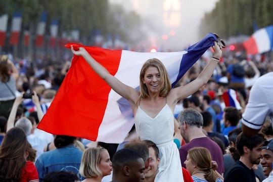 500.000 CĐV Paris xuống đường đón tuyển Pháp - Ảnh 12.