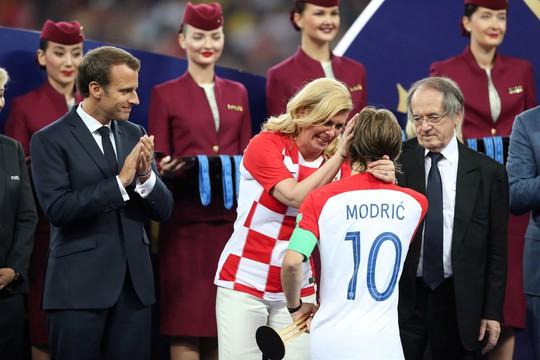 Nữ tổng thống Croatia đốn tim hàng triệu fan trên thế giới - Ảnh 3.