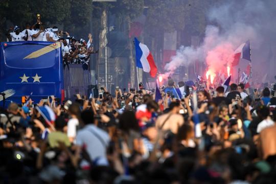 500.000 CĐV Paris xuống đường đón tuyển Pháp - Ảnh 28.