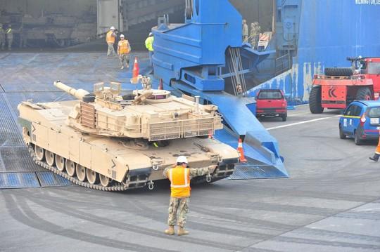 Mỹ đẩy nhanh xuất khẩu vũ khí - Ảnh 1.