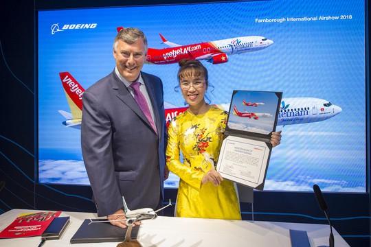 CEO Vietjet Nguyễn Thị Phương Thảo ký hợp đồng mua 100 máy bay Boeing - Ảnh 1.