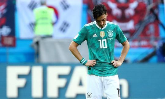 """Tố LĐBĐ Đức """"phân biệt chủng tộc"""", Ozil rời tuyển - Ảnh 1."""
