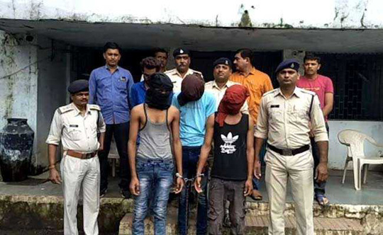 Ấn Độ: Cô bé 15 tuổi bị 4 thanh niên liên tục cưỡng hiếp - Ảnh 1.