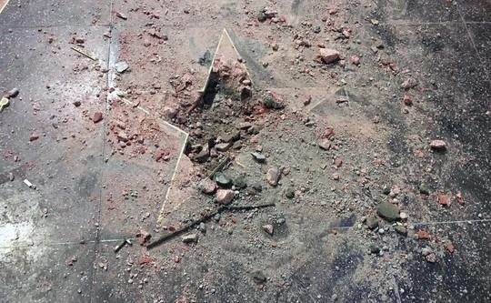 Ngôi sao của Tổng thống Donald Trump trên Đại lộ danh vọng bị đập nát - Ảnh 3.