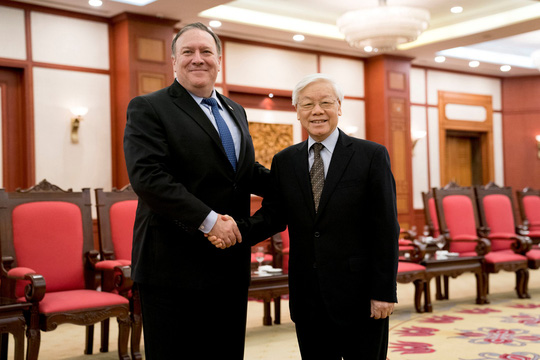 Tổng Bí thư Nguyễn Phú Trọng vui vẻ bắt tay Ngoại trưởng Mỹ Mike Pompeo - Ảnh 5.