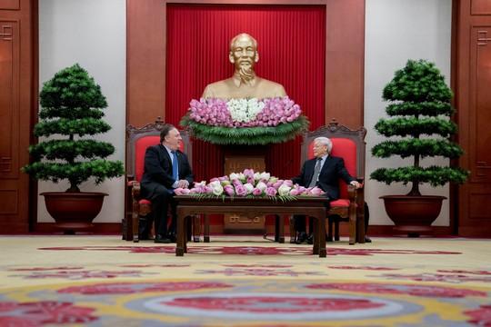Tổng Bí thư Nguyễn Phú Trọng vui vẻ bắt tay Ngoại trưởng Mỹ Mike Pompeo - Ảnh 8.
