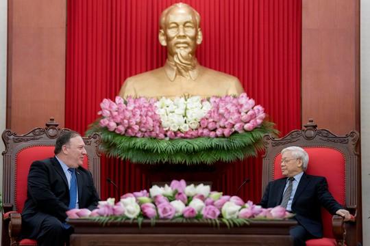 Tổng Bí thư Nguyễn Phú Trọng vui vẻ bắt tay Ngoại trưởng Mỹ Mike Pompeo - Ảnh 9.