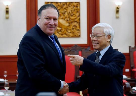 Tổng Bí thư Nguyễn Phú Trọng vui vẻ bắt tay Ngoại trưởng Mỹ Mike Pompeo - Ảnh 6.