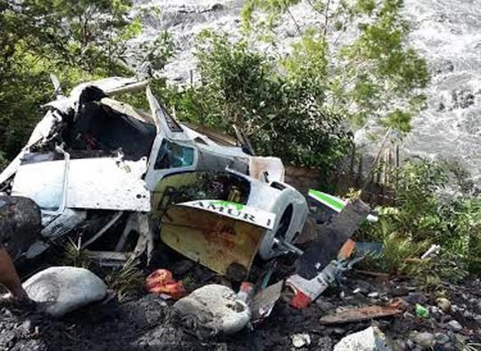 Phát hiện cậu bé 12 tuổi sống sót kỳ diệu giữa xác máy bay rơi - Ảnh 1.