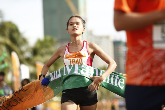 VĐV Suzaki Yuuya về nhất 42 km, cuộc thi Marathon Quốc tế Đà Nẵng - Ảnh 2.