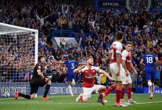 Thua Chelsea, vua săn danh hiệu Emery khởi đầu tệ tại Arsenal - Ảnh 7.