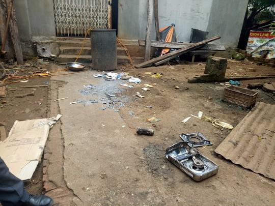 Hiện trường bất thường của vụ nổ khiến 2 học sinh bị thương nặng - Ảnh 1.
