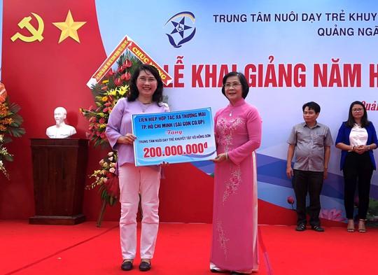 Gần 4 tỉ đồng ủng hộ trẻ khuyết tật tỉnh Quảng Ngãi - Ảnh 2.
