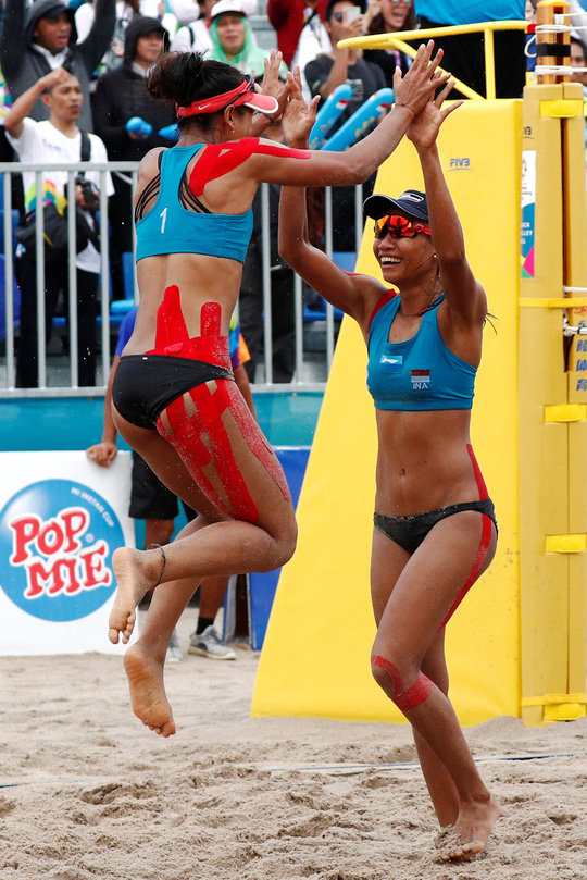 Bỏng mắt xem các nữ VĐV bóng chuyền bãi biển ASIAD - Ảnh 11.