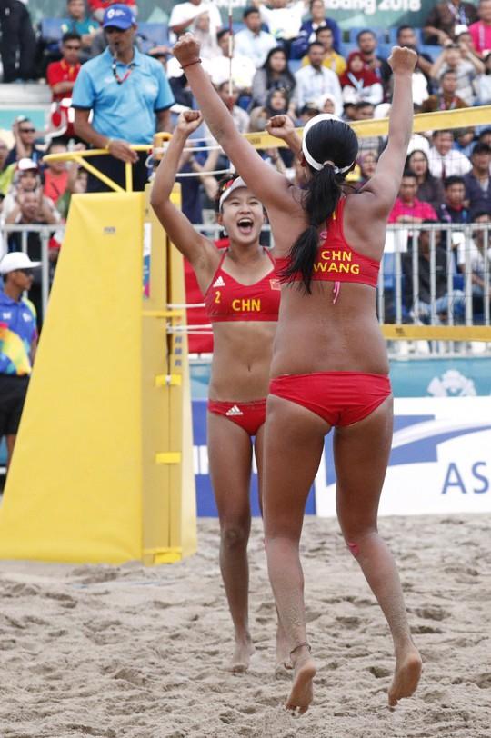 Bỏng mắt xem các nữ VĐV bóng chuyền bãi biển ASIAD - Ảnh 3.