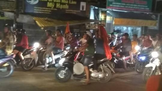 Mừng kỳ tích Olympic Việt Nam: Người hâm mộ không ngủ - Ảnh 35.