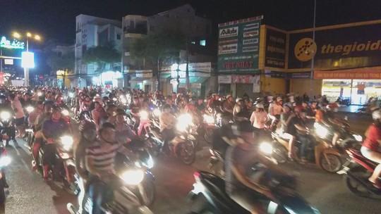Mừng kỳ tích Olympic Việt Nam: Người hâm mộ không ngủ - Ảnh 29.