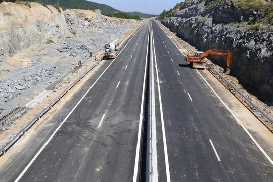 Cận cảnh cao tốc 34.500 tỉ đồng ô tô đi lộc cộc, lộc cộc - Ảnh 19.