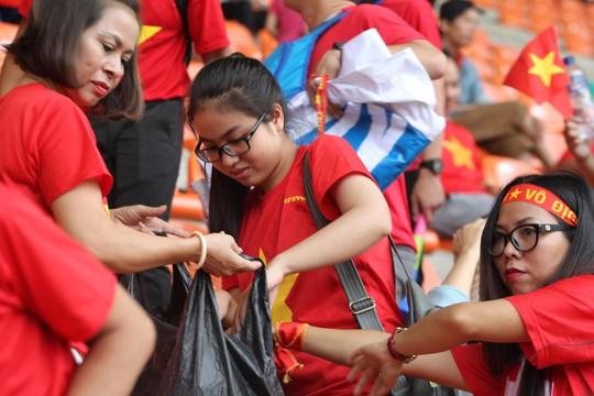 Olympic Việt Nam chia tay trong tiếc nuối, CĐV thẫn thờ - Ảnh 10.