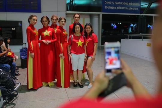 Hơn 300 CĐV bay sớm sang Indonesia tiếp lửa cho Olympic Việt Nam tranh HCĐ - Ảnh 5.