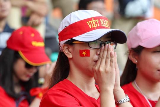 Olympic Việt Nam chia tay trong tiếc nuối, CĐV thẫn thờ - Ảnh 9.