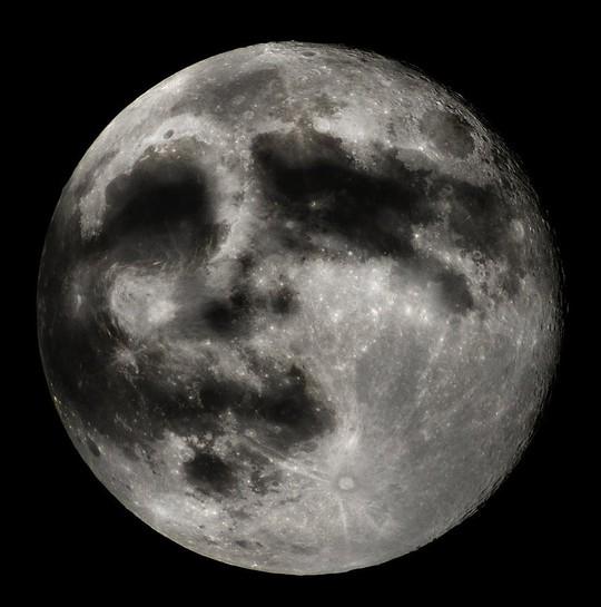 Sự thật về mặt người ẩn hiện trên mặt trăng - Ảnh 1.