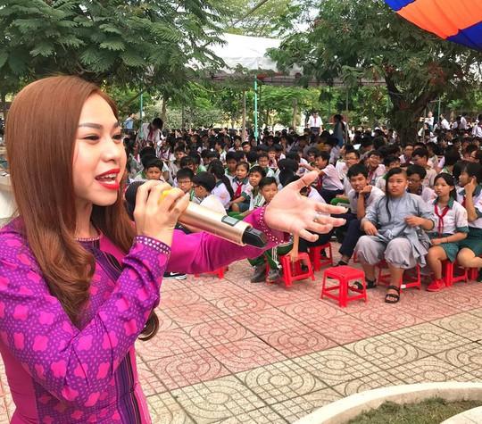 Nghệ sĩ Bình Tinh dốc sức đưa sân khấu vào trường học - Ảnh 5.