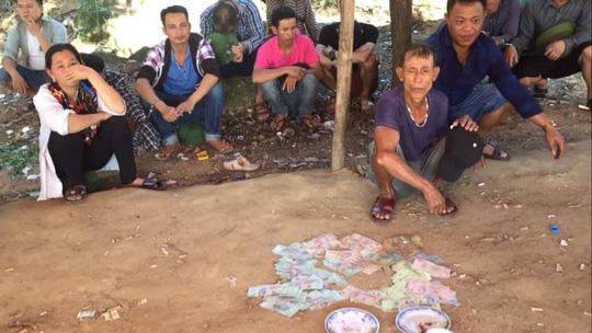 Đột kích sới bạc khủng núp dưới chân chùa Hương Tích - Ảnh 1.
