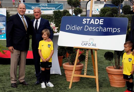 Sân bóng được đặt tên HLV tuyển Pháp Didier Deschamps - Ảnh 1.