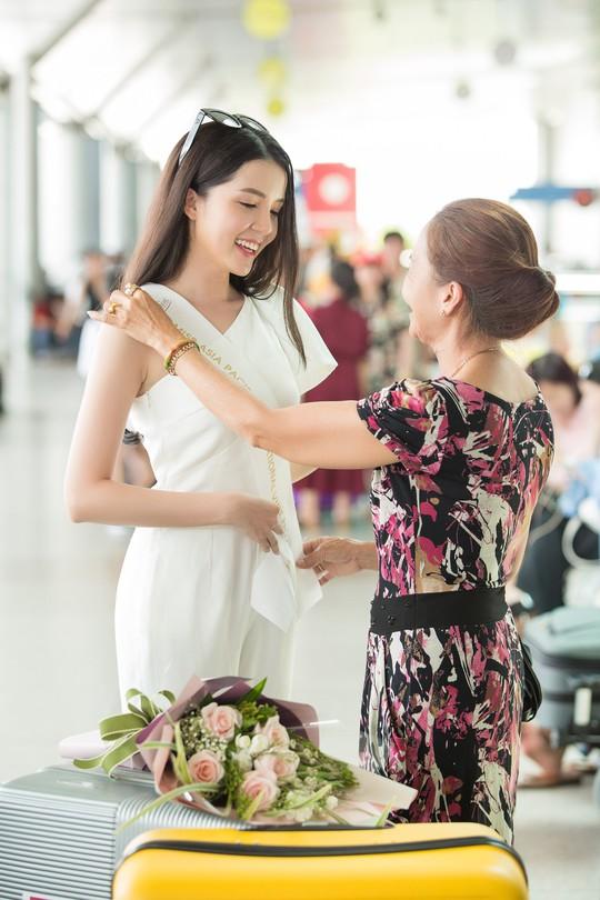 Hoa khôi Huỳnh Thúy Vi dự thi Hoa hậu Châu Á - Thái Bình Dương 2018 - Ảnh 1.