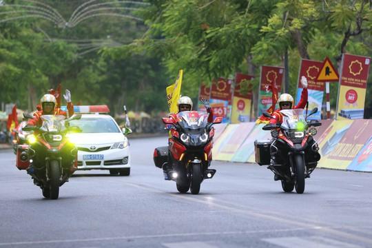 Những chàng lãng tử bên siêu xe mô tô - Ảnh 14.