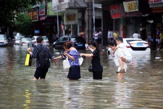 Vì Mangkhut, Macau đóng cửa toàn bộ sòng bạc, chịu thất thu 900 triệu USD/ngày - Ảnh 1.