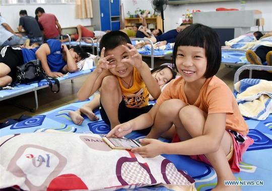 Trung Quốc chống chọi bão Mangkhut, 2 người thiệt mạng - Ảnh 3.