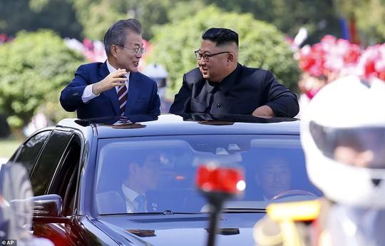 Lãnh đạo Hàn - Triều nâng ly trong bữa tiệc thịnh soạn - Ảnh 3.