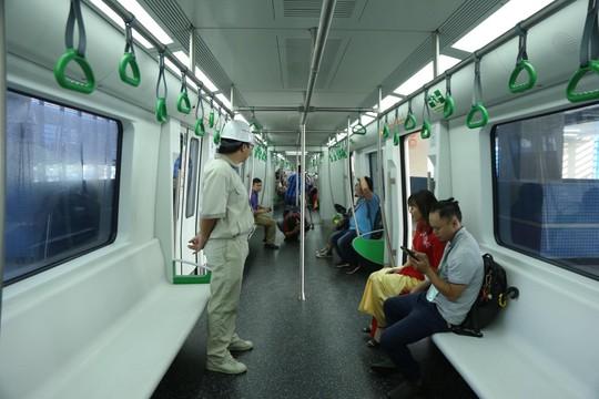 Cận cảnh lăn bánh chạy thử 5 đoàn tàu đường sắt trên cao Cát Linh-Hà Đông - Ảnh 8.