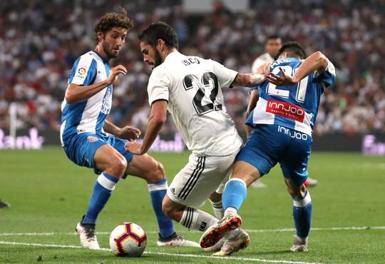 Trợ lý VAR đưa Real Madrid lên ngôi đầu La Liga - Ảnh 2.