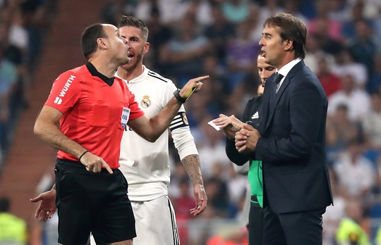 Trợ lý VAR đưa Real Madrid lên ngôi đầu La Liga - Ảnh 5.