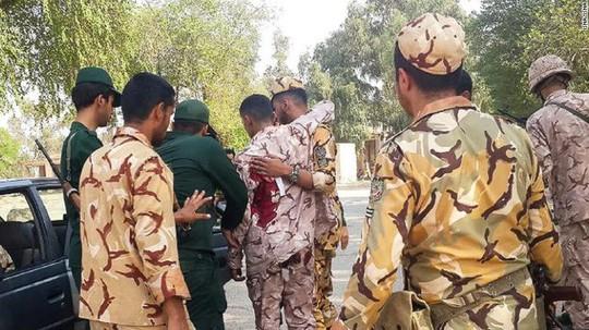 Iran tố Mỹ dính tới vụ xả súng đẫm máu ở lễ diễu binh - Ảnh 2.