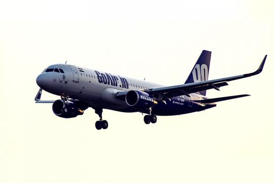 Hành khách đòi vào buồng lái máy bay sạc điện thoại - Ảnh 2.