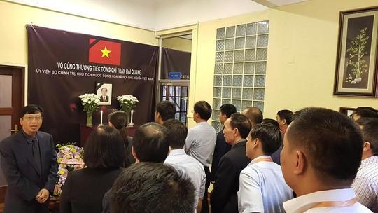 Lãnh đạo nước ngoài đến Đại sứ quán viếng Chủ tịch nước Trần Đại Quang - Ảnh 16.