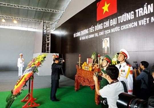 Người dân rơi nước mắt viếng Chủ tịch nước tại quê hương - Ảnh 8.