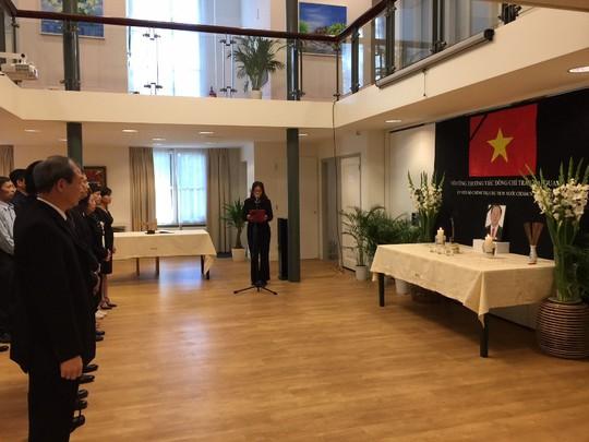Lãnh đạo nước ngoài đến Đại sứ quán viếng Chủ tịch nước Trần Đại Quang - Ảnh 1.