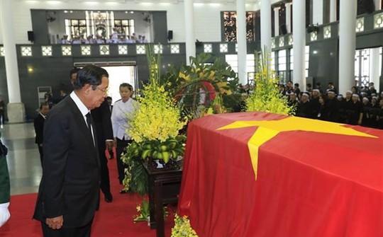 Thủ tướng Hun Sen đến Hà Nội viếng Chủ tịch nước Trần Đại Quang - Ảnh 2.
