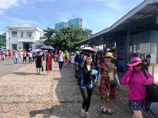 Khánh Hòa nắn luồng du khách nước ngoài - Ảnh 1.
