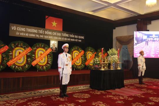 Hàng ngàn người tiễn đưa Chủ tịch nước Trần Đại Quang về nơi an nghỉ cuối cùng - Ảnh 5.