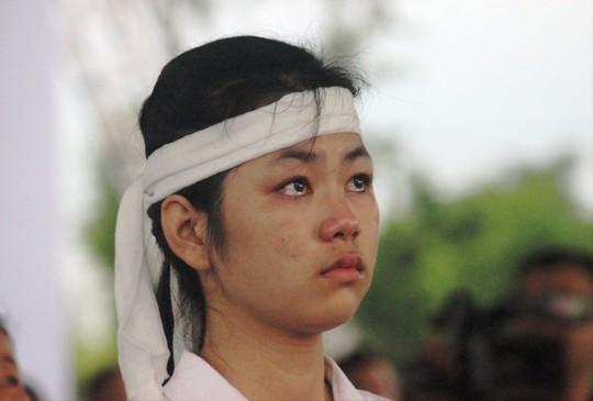 Người dân quê nhà rơi lệ xem Lễ truy điệu Chủ tịch nước Trần Đại Quang - Ảnh 21.